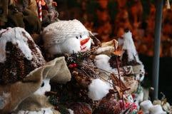 Pupazzo di neve al servizio di natale fotografie stock