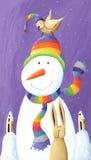 Pupazzo di neve con il cappello e l'uccello Fotografia Stock Libera da Diritti
