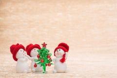 Pupazzo di neve con l'albero di abete Fotografia Stock