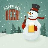 Pupazzo di neve con la tazza di birra Immagini Stock