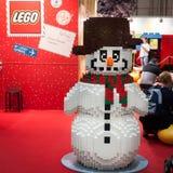 Pupazzo di neve di Lego al G! viene il giocare a Milano, Italia Immagini Stock