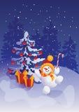 Pupazzo di neve di salto sorridente felice con il bastoncino di zucchero sul fondo di scena della foresta di inverno Immagini Stock Libere da Diritti