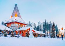 Pupazzo di neve a Santa Office in Santa Claus Village in Rovaniemi immagine stock