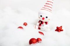Pupazzo di neve sorridente con la decorazione di natale Fotografia Stock Libera da Diritti