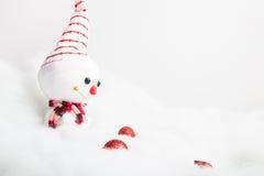 Pupazzo di neve sorridente con la decorazione di natale Immagine Stock Libera da Diritti