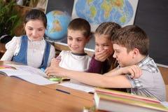 Pupilas da escola primária fotos de stock