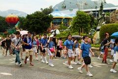 Pupilas en la excursión en el parque de Okean. GonKong. Imagen de archivo libre de regalías