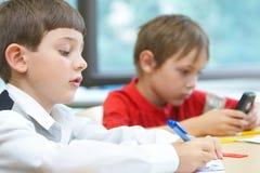 Pupilas en una clase Imagen de archivo libre de regalías