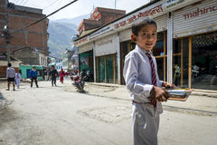 Pupilla nepalese sulla via di Kathmandu Fotografia Stock