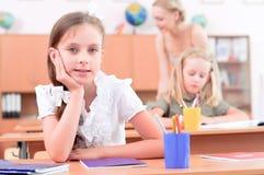 Pupilles dans la salle de classe photo libre de droits