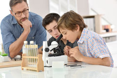 Pupils at school in chemistry class Royalty Free Stock Photography