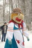 Puppe in einem russischen Volkskleid. Kuchen-Yaga Lizenzfreies Stockfoto