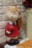 Puppe mit Herzen in einer Hand Stockfotos