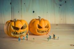 Puppe und Kürbis für Halloween Lizenzfreie Stockfotos