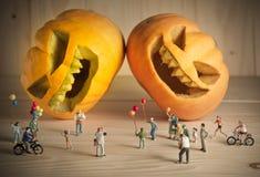 Puppe und Kürbis für Halloween Lizenzfreies Stockfoto