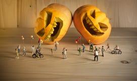 Puppe und Kürbis für Halloween Stockbilder