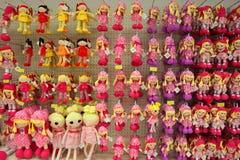 Puppen in einem Speicher Stockbild