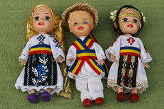 Puppen gekleidet in den traditionellen Volkskostümen. Lizenzfreies Stockfoto