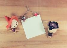 Puppen, Hexen und Piraten auf dem Bretterboden Lizenzfreies Stockbild