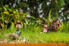 Puppen-Stahl im Garten Vektor Abbildung