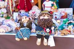 Puppen von der russischen traditionellen Folklore Baba Yaga und vom Kobold lizenzfreies stockfoto