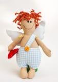 Puppenengel mit seinen Händen auf weißem Hintergrund Stockfotos