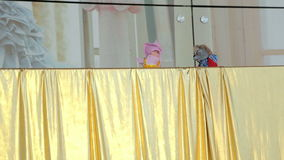 Puppenspiel auf dem Schirm stock video
