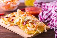 Pupuseria, pupusa - tortillas муки мозоли с сыром и фасолями Стоковое Изображение
