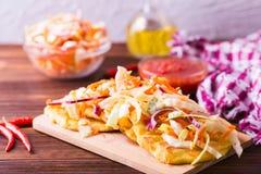 Pupuseria, pupusa - tortillas de la harina de maíz con queso y habas imágenes de archivo libres de regalías