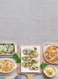 Purè di patate al forno, spinaci, cozza della Nuova Zelanda, maccheroni Immagini Stock