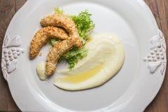 Purè di patate con le strisce del pollo Fotografia Stock