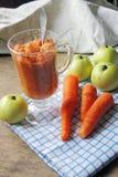 Puré con Apple y la zanahoria Fotos de archivo