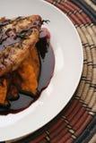 Puré de la ternera, de la calabaza y salsa de vino rojo Fotografía de archivo
