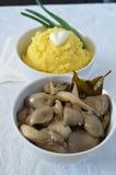 Purée de pommes de terre et champignons d'huître marinés Photographie stock