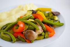 Purée de pommes de terre et légumes avec des champignons photos libres de droits