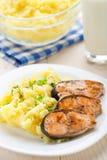 Purés de patata con los salmones fritos Fotografía de archivo libre de regalías