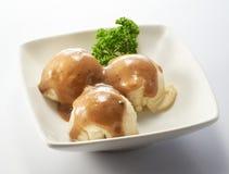 Purés de patata con salsa de la pimienta negra Imagen de archivo