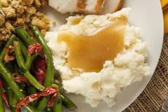 Purés de patata orgánicos hechos en casa con salsa Fotos de archivo libres de regalías