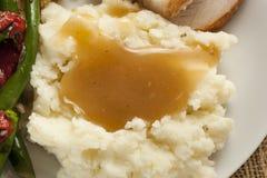 Purés de patata orgánicos hechos en casa con salsa Foto de archivo