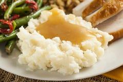 Purés de patata orgánicos hechos en casa con salsa Imagen de archivo