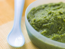 Puré de los alimentos para niños del bróculi y de la espinaca Fotografía de archivo