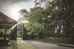 Pura Goa Lawah, templo dos bastões, Bali, Indonésia imagens de stock
