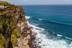 Pura Luhur Uluwatu和太平洋,巴厘岛,印度尼西亚看法  免版税图库摄影