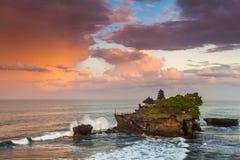 Pura Tanah Lot au coucher du soleil, Bali photo libre de droits