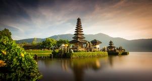 Pura ulun danu bratan寺庙在巴厘岛,印度尼西亚 免版税库存图片