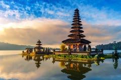 Pura ulun danu bratan寺庙在巴厘岛 免版税库存图片