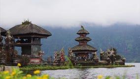 Pura Ulun Danu Bratan,在巴厘岛,印度尼西亚的伟大的水寺庙美丽的景色  影视素材