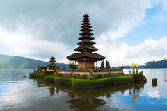 Pura Ulun Danu Bratan, индусский висок на озере Bratan, Бали Стоковое Изображение