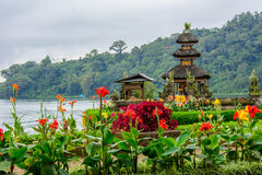 Pura Ulun Danu Bratan em Bali, Indonésia imagem de stock royalty free