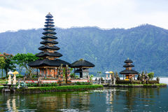 Pura Ulun Danu Bratan en Bali, Indonesia fotografía de archivo